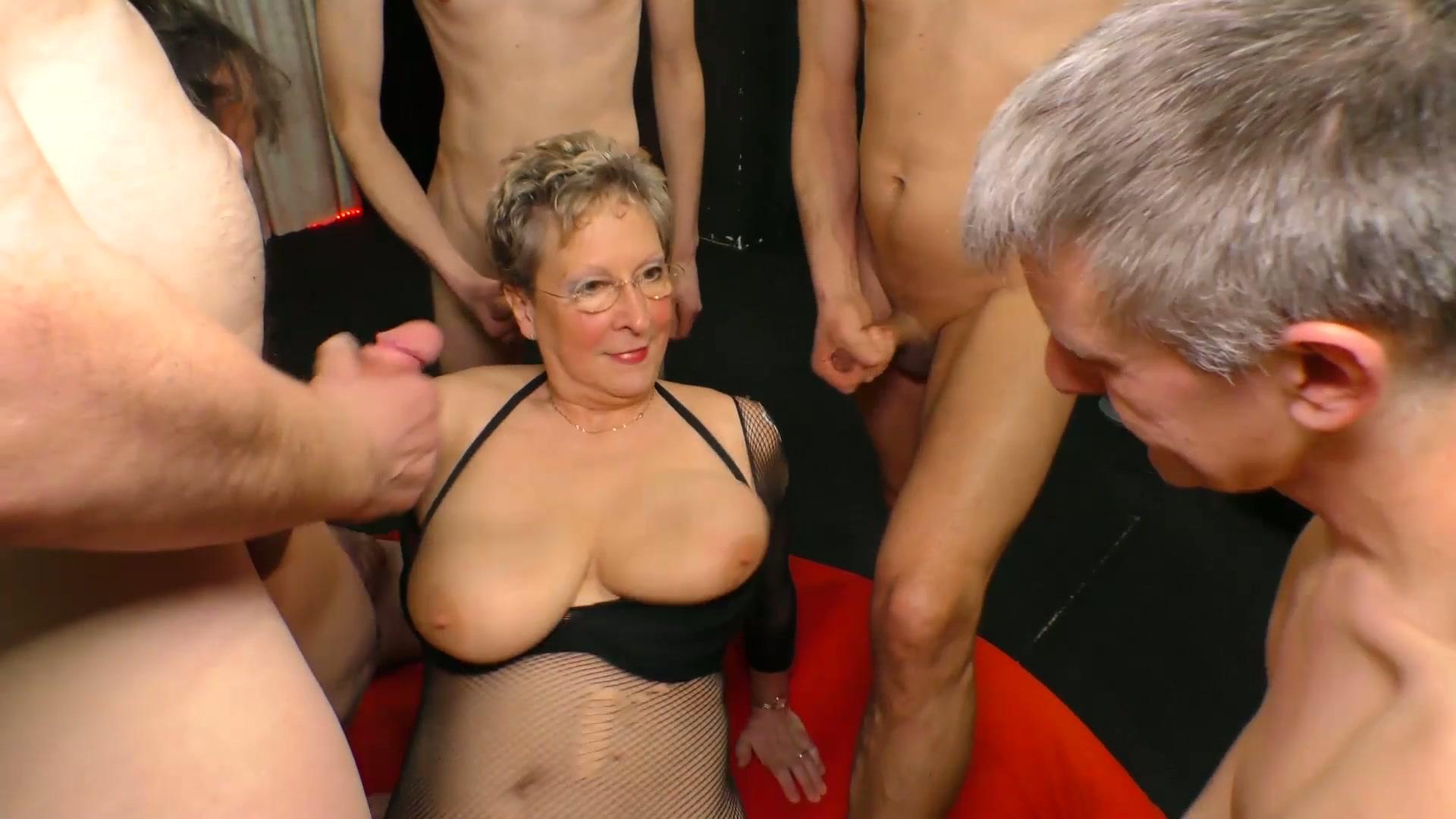 girl boobs aus