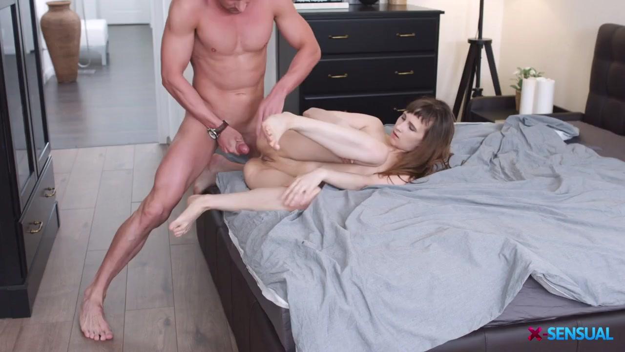 nude Topless sophie howard