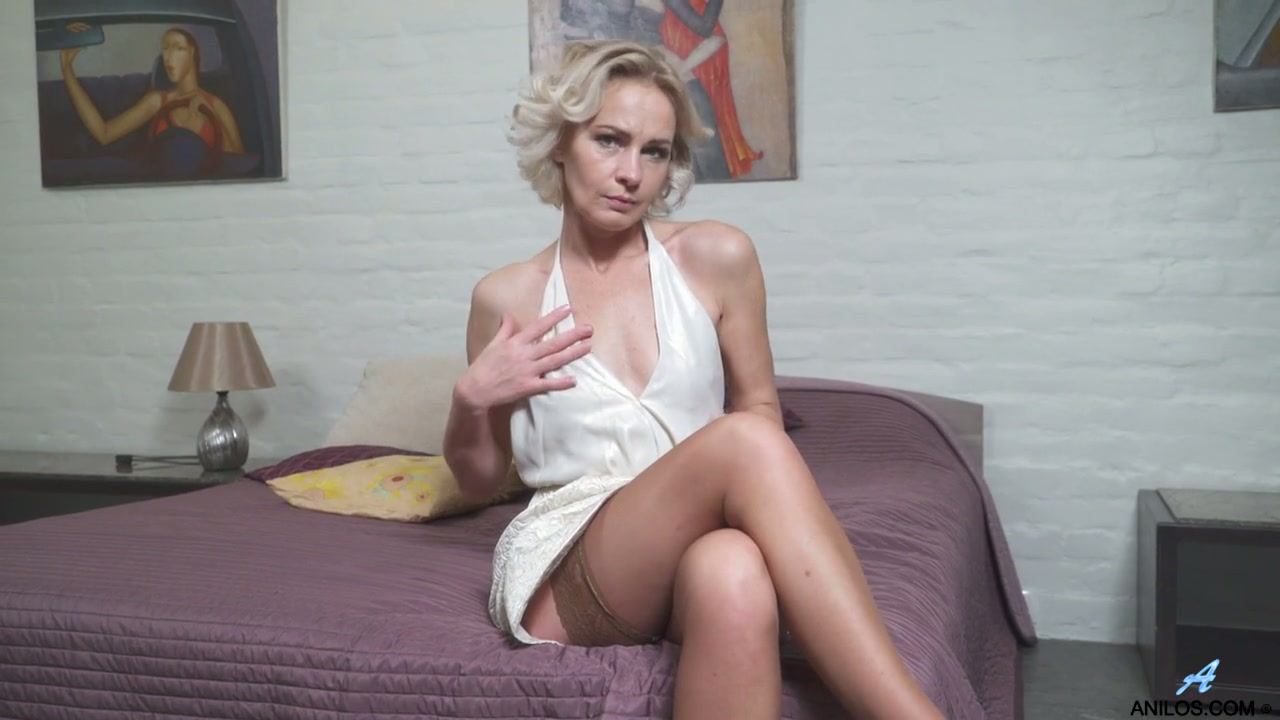 open towel nude Amateur