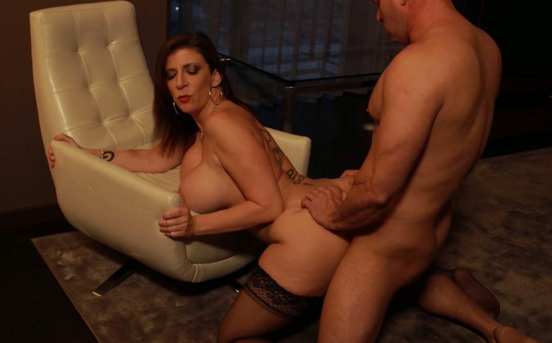 Sexy figured full woman nude